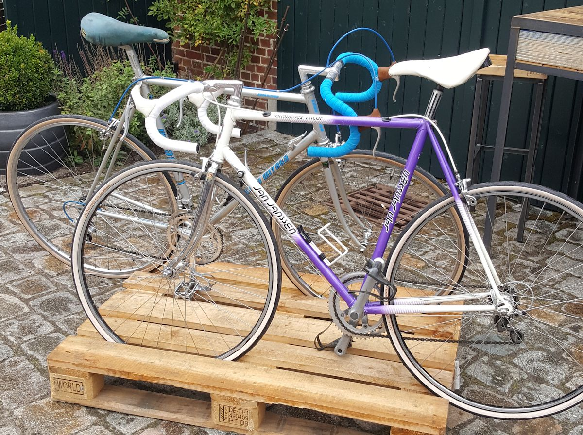 Zwei alte Rennräder