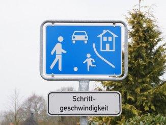 Schild verkehrsberuhigter Bereich Spielstraße